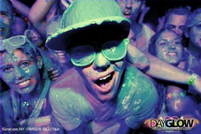 Mix muzyki, efektów specjalnych i setek litrów farby- właśnie ...