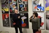 Wernisaż wystawy plakatu Sławomira Iwańskiego w skierniewickim BWA [ZDJĘCIA, FILM]