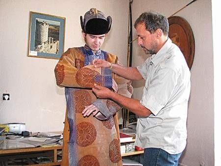 Mongolski strój zachował się w zupełnie dobrym stanie.