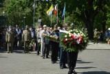 Obchody Święta Wojska Polskiego w Skierniewicach. Uroczyste złożenie wieńców pod Pomnikiem Niepodległości [ZDJĘCIA]
