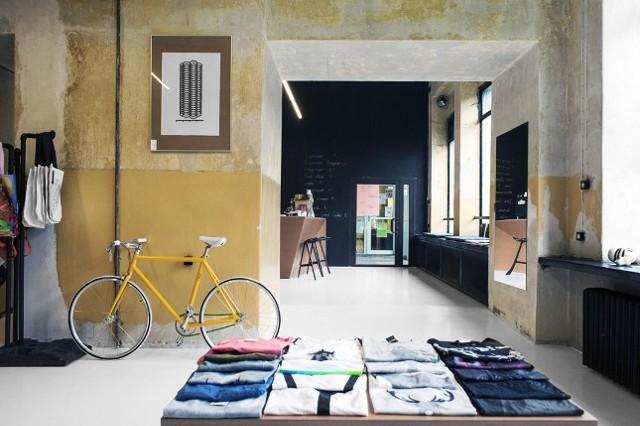 Architektura Roku, wnętrzat  W kategorii wnętrza jury nominowało dwie realizacje. Surowe wnętrza sklepu Geszef z ulicy Morcinka w Koszutce, ze śląskimi gadżetami, dizajnem oraz ubraniami śląskich projektantów, to dzieło Joanny Wołoszyn i Darii Banaś.