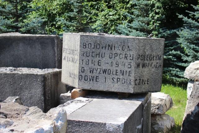Rudzkie Muzeum PRL-u wzbogaciło się o nowy zabytek. To pomnik poświęcony Bojownikom Polskiego Ruchu Oporu. Zobacz kolejne zdjęcia. Przesuwaj zdjęcia w prawo - naciśnij strzałkę lub przycisk NASTĘPNE