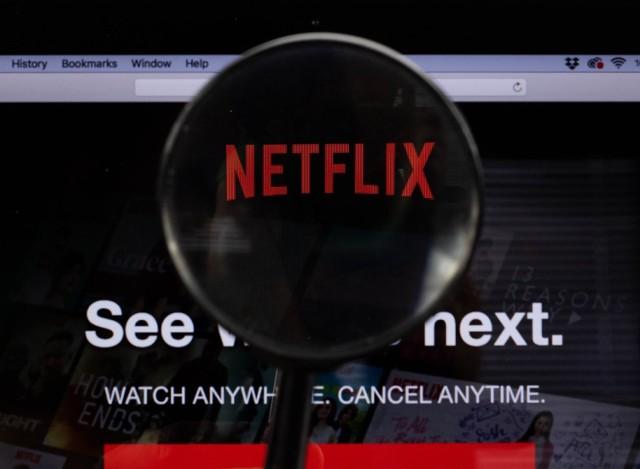 Epidemia koronawirusa spowodowała zamknięcie kin i wielu z nas zmusiła do pobytu w domu. Z tej okazji prezentujemy najlepsze filmy i seriale sportowe, które można oglądać na platformie Netflix. Które filmy sportowe warto obejrzeć? Sprawdźcie!