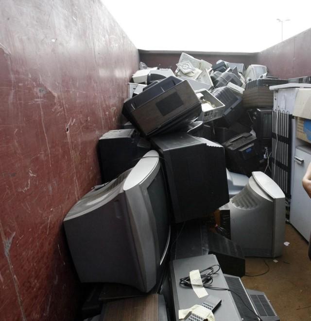 Zbiórka odpadów wielkogabarytowych i elektronicznych w Legnicy