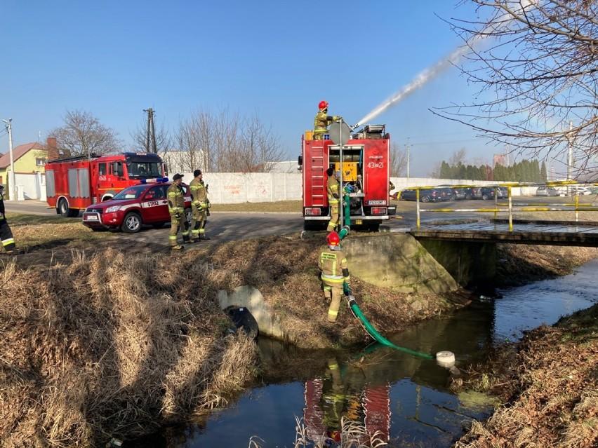 Straż Pożarna Gostyń. Strażacy z Gostynia doskonalili swoje umiejętności zawodowe. Z jakimi zadaniami musieli się zmierzyć? [ZDJĘCIA]
