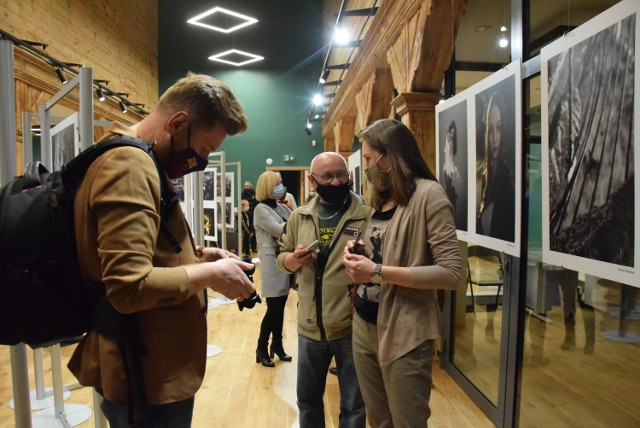 Akcelerator Kultury w Kaliszu. Wystawa fotografików ze stowarzyszenia Poza Kadrem