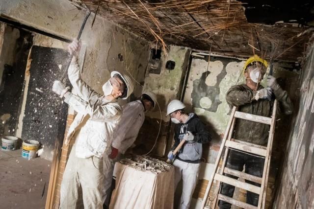 Uczniowie bydgoskiej budowlanki już wielokrotnie udowodnili, że mają wielkie serca. W 2019 r. remontowali lokal przy ul. Grunwaldzkiej (na zdjęciu), który strawił pożar. Teraz pomagają niepełnosprawnej mieszkance Wyżyn.