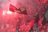 Kibice na meczu GKS Tychy - Widzew Łódź gorąca atmosfera na stadionie i prawie 5.000 widzów na pierwszoligowym hicie
