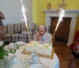 Pensjonariuszka DPS w Srebrnej Górze świętuje setne urodziny!