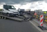 Wypadek na autostradzie A4 na wysokości Krapkowic. Kierowca lawety uderzył w bariery energochłonne