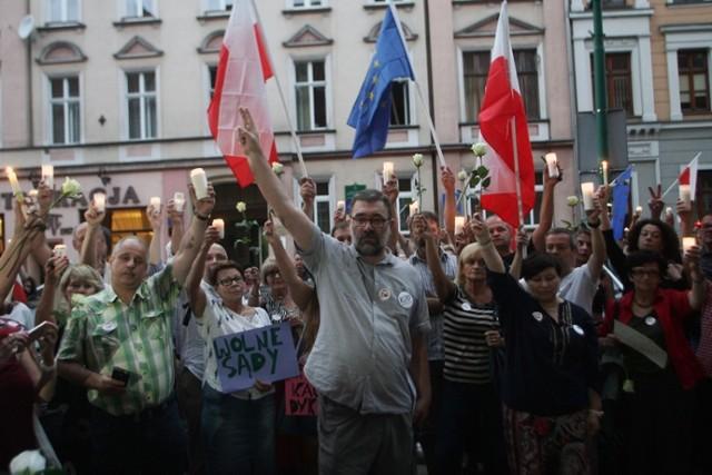 Jacek Głomb łączy bycie dyrektorem teatru z działalnością w Komitecie Obrony Demokracji