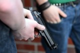 Wrocław. Wyrwał policjantowi broń, wycelował i... nacisnął spust