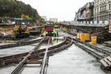Prace przy torowisku tramwajowym na Kujawskiej w Bydgoszczy idą jak burza [zdjęcia]