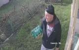 W Gliwicach okradziono działkowca. Policja opublikowała wizerunek podejrzanego. Rozpoznajecie tego mężczyznę?