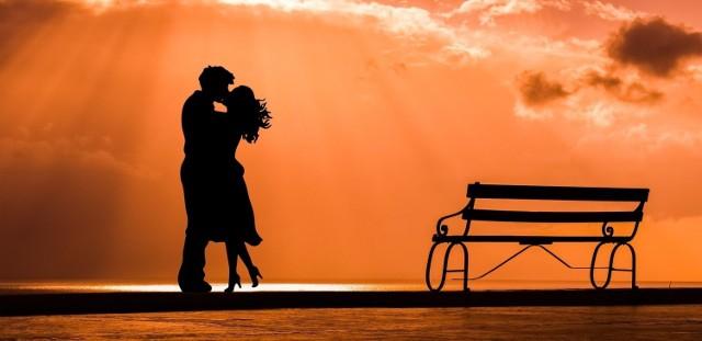 Szukasz muzyki na romantyczny wieczór we dwoje? Sprawdź koniecznie nasz ranking. Wybraliśmy dwadzieścia polskich piosenek, które śmiało możesz włączyć podczas romantycznej kolacji.