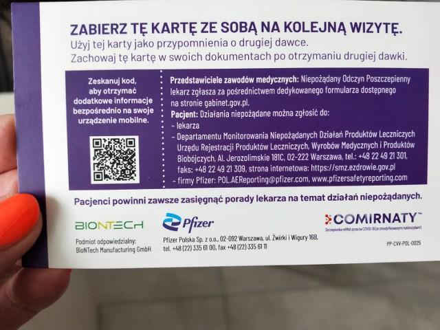 Zaświadczenie o przyjęciu dwóch dawek szczepionki można pobrać ze swojego Internetowego konta pacjenta lub poprosić o jego wydrukowanie w punkcie szczepień. Karta z datami szczepienia nie jest oficjalnym dokumentem!