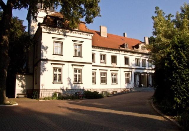 Na nową elewację pałacu w Baszkowie potrzeba 300 tys. zł