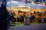 Tłumy na Rynku w Rzeszowie. Od dziś można korzystać z ogródków piwnych