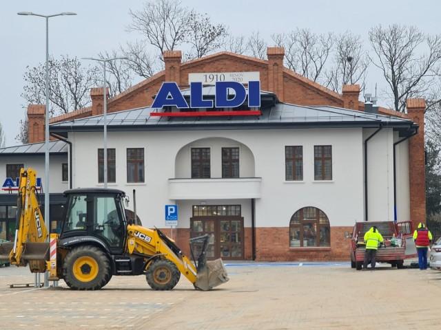 """W najbliższą środę, 16 grudnia, sieć handlowa """"Aldi"""" otwiera w Toruniu swój kolejny sklep. To nie jest jedyny nowy punkt na handlowej mapie miasta.   CZYTAJ WIĘCEJ NA KOLEJNYCH SLAJDACH >>>"""