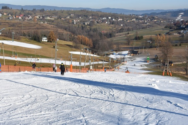 Pierwsi narciarze na wyciągu Ufo w Bukowinie Tatrzńskiej
