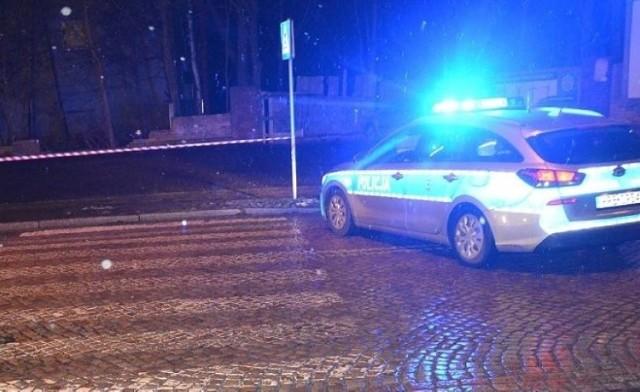 Zaskakujący wyrok orzekł sąd w Brzezinach dla kierowcy, który potrącił pijanego pieszego na pasach. Pieszy wydmuchał ponad 2,5 promila.   Czytaj więcej na następnej stronie