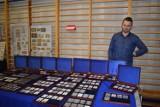 Numizmatyką interesuje się od dziecka. W kolekcji ma około 500 monet obiegowych. Dariusz Płócienniczak opowiada nam o swojej pasji