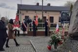 Obchody święta Konstytucji 3 Maja w gminie Trąbki Wielkie. Złożono kwiaty pod pomnikiem w Ełganowie