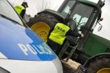 W Rybakach (gm. Maszewo) doszło do wypadku. Kobieta wpadła pod ciągnik. Próbowała go zatrzymać po tym, jak traktor sam ruszył!