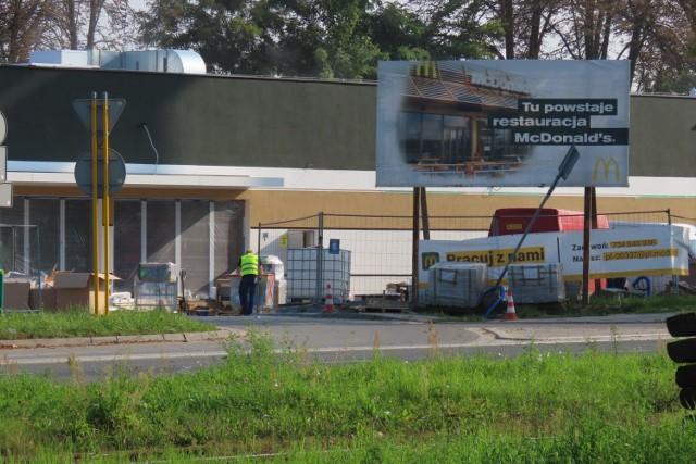 Widać już nową elewację restauracji McDonald's w Będzinie. Inauguracja została jednak przesunięta na październik