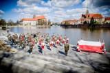 LESZNO. Mażoretki wystąpiły z reprezentacyjną Wojsk Lądowych we Wrocławiu [ZDJĘCIA]