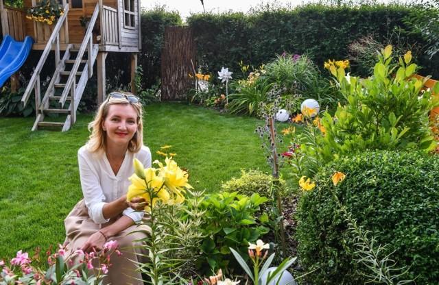 """O ogród na Bartodziejach pani Magda wraz z mężem Piotrem dba już od siedmiu lat. Pasję tę """"odziedziczyli"""" po wcześniejszych pokoleniach."""