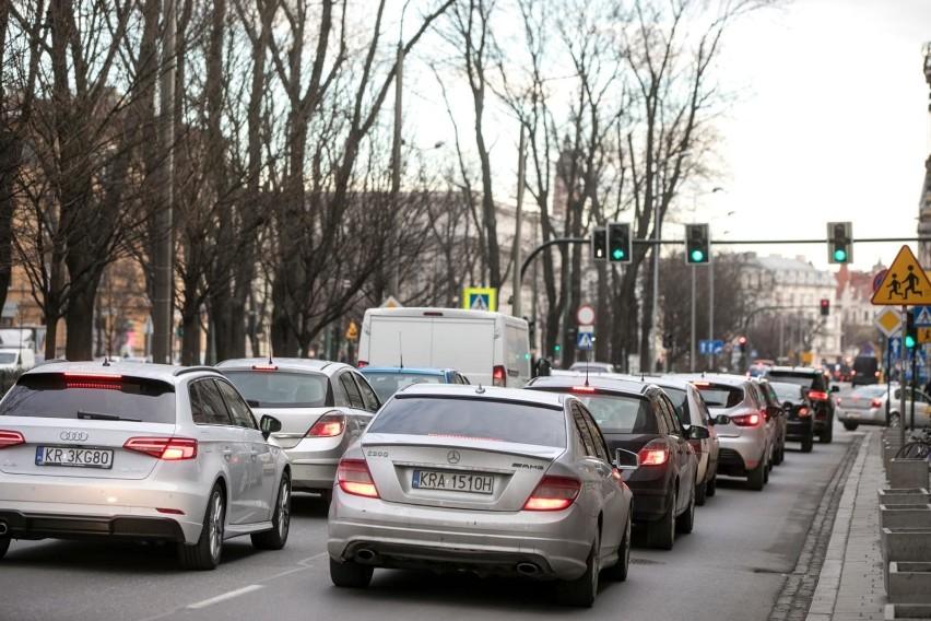 Kraków. Ulica Dietla zwężona do jednego pasa. Mogą być korki