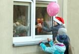 Łódź. Z okazji mikołajek wypuścili blisko 100 balonów dla podopiecznych DPS przy ul. Rudzkiej ZDJĘCIA