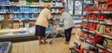 Kontrowersje w związku z godzinami dla seniorów. Jest apel o ich zlikwidowanie. Czy słusznie? [SONDA]