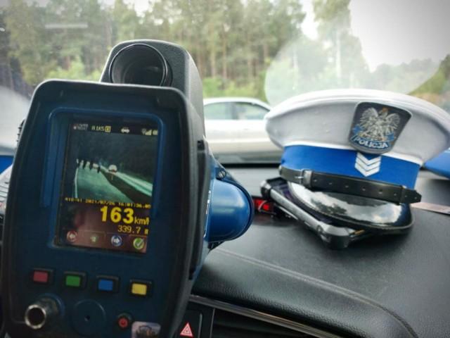 Na liczniku audi A4 było ponad 163 km/h