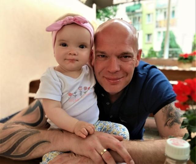 Adam Mikoś z córeczką Helenką