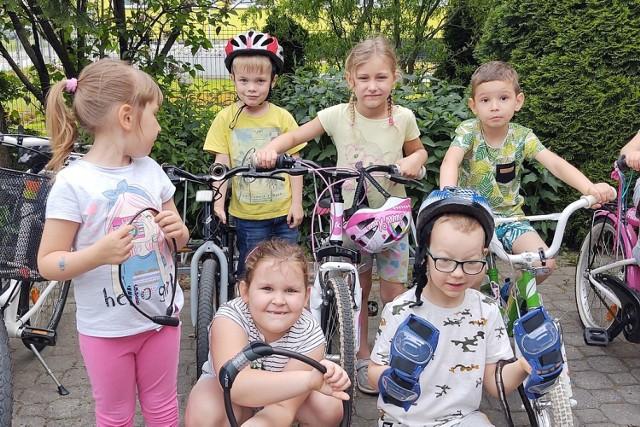 Przedszkole nr 13 w Skierniewicach kręci kilometry dla miasta i uczy się bezpiecznej jazdy na rowerze