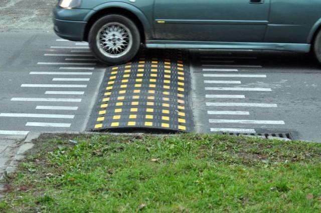Z wnioskiem o montaż na ulicy Rybickiego progów zwalniających albo wzniesionego przejścia dla pieszych wyszedł radny Adam Piechowicz