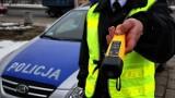 Gmina Dobryszyce: Pijany kierowca jechał wężykiem, został zatrzymany przez policję. Miał 4 promile!