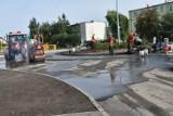 Budowa ronda w Szubinie wciąż trwa, choć minął kolejny termin jej zakończenia. Będą kary? [zdjęcia]
