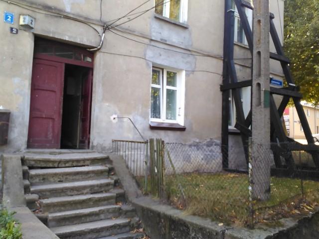 Mieszkańcy kamienicy przy ul. Kamionka 2 w Chełmnie skarżą się, że budynek jest w złym stanie