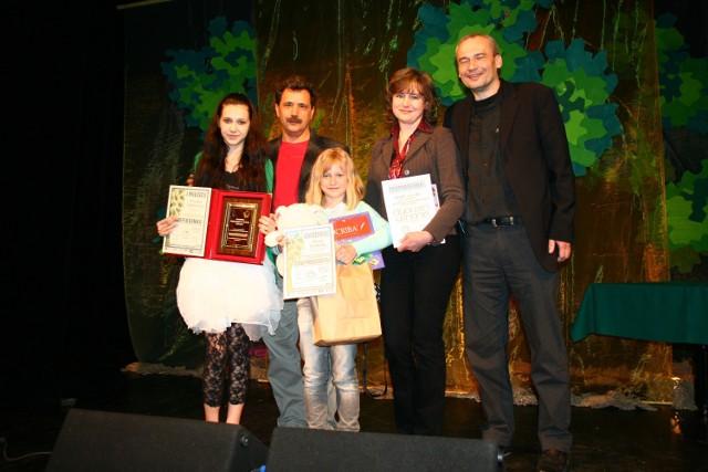 Fot. ARCHWIUM REZONANSU Laureatki wraz z instruktorami cieszyli się z sukcesu