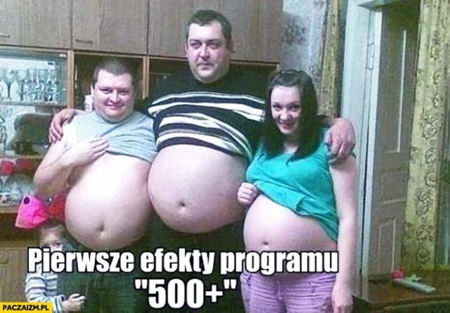 """""""Rodzina 500 plus"""" to najsłynniejszy program rządu. Zakłada, że każde dziecko do ukończenia 18. roku życia otrzymuje pomoc finansową w wysokości 500 zł miesięcznie. Internauci bezlitośnie krytykują flagowy program rządu. Kliknij w galerię i zobacz najlepsze memy >>>"""