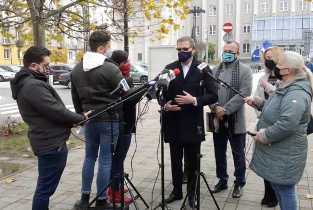 O oddelegowaniu pracowników jednostek kultury do pracy w sanepidzie Arkadiusz Chęciński i Dariusz Skłodowski poinformowali podczas konferencji prasowej.