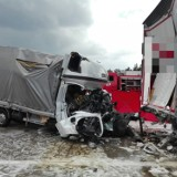 Śmiertelny wypadek na autostradzie, kierowca z nieustalonych przyczyn uderzył w ciężarówkę stojącą w korku