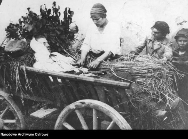 Zdjęcia ilustrujące działania wojenne w czasie wojny polsko-bolszewickiej pochodzące z Narodowego Archiwum Cyfrowego
