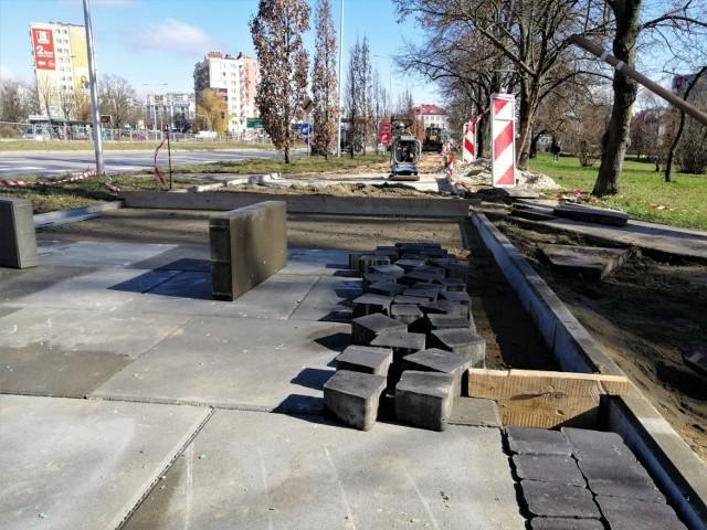 Remontowany jest chodnik przy ulicy Jagiellońskiej, po wschodniej stronie na odcinku od skrzyżowania z ulicą Grunwaldzką w kierunku ulicy Karczówkowskiej. Modernizowany fragment ma około 400 metrów długości.