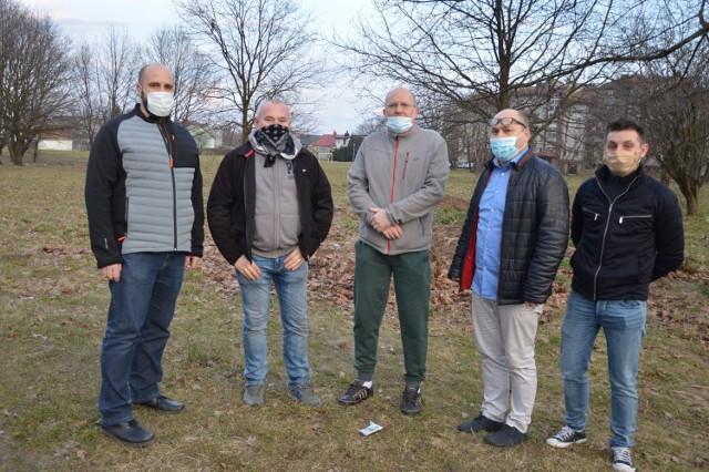 Mieszkańcy osiedla Brzezowieckiego w Brzesku sprzeciwiają się sprzedaży przez miasto hektarowej działki