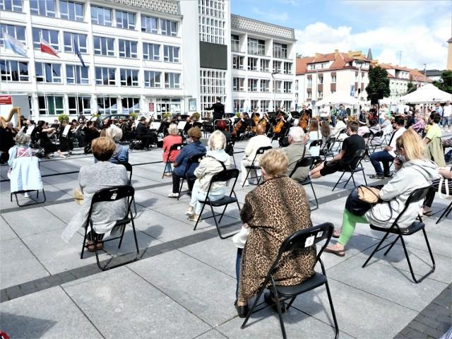 W czwartek na Rynku Staromiejskim w Koszalinie odbył się koncert kameralny.