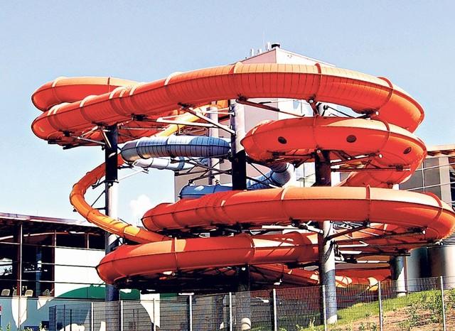 Łódzka zjeżdżalnia będzie podobna do wrocławskiej z Parku Wodnego (na zdjęciu cienka rynna w kolorze pomarańczowym). Pierwsze ślizgi zaplanowano na początek lipca.